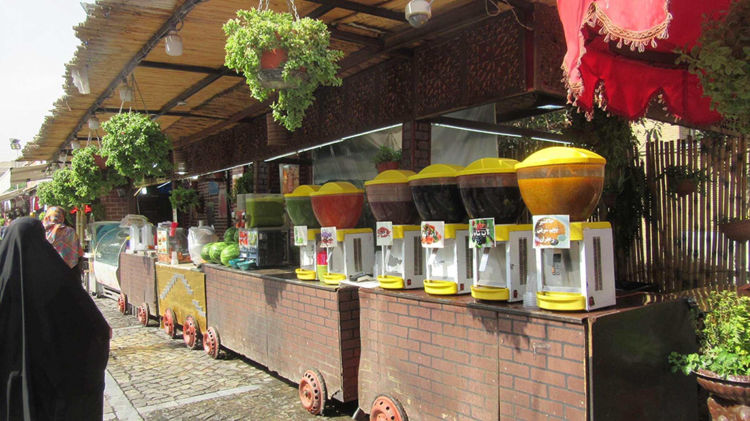 ادبیات-گلمحمدی-با-من-به-بازار-تهران-بیایید-نوشیدنی
