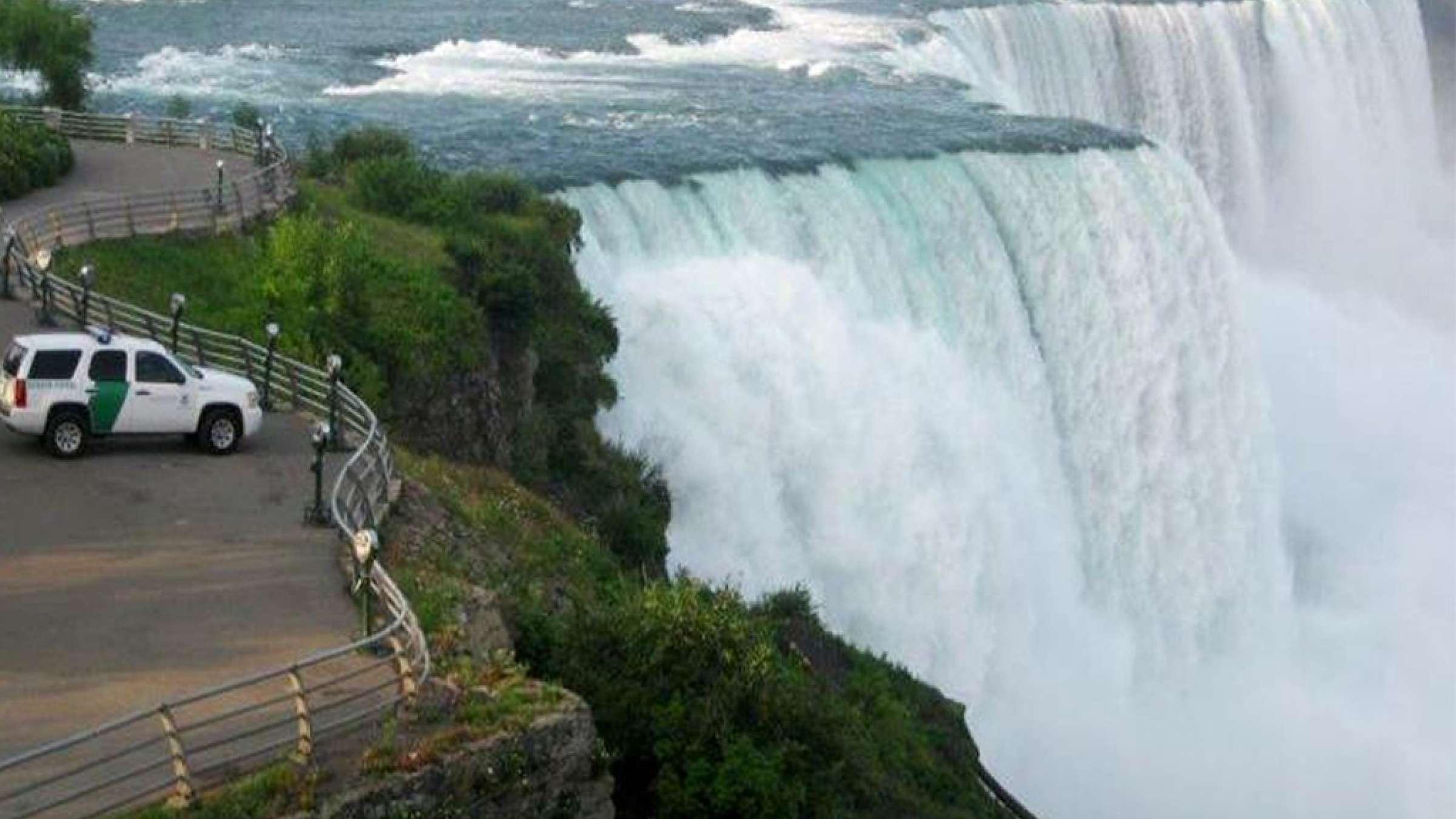 مردی-برای-رسیدن-به-آمریکا-از-کانادا-عرض-رودخانه-نیاگارا-را-شنا-کرد-کانادا-اخبار