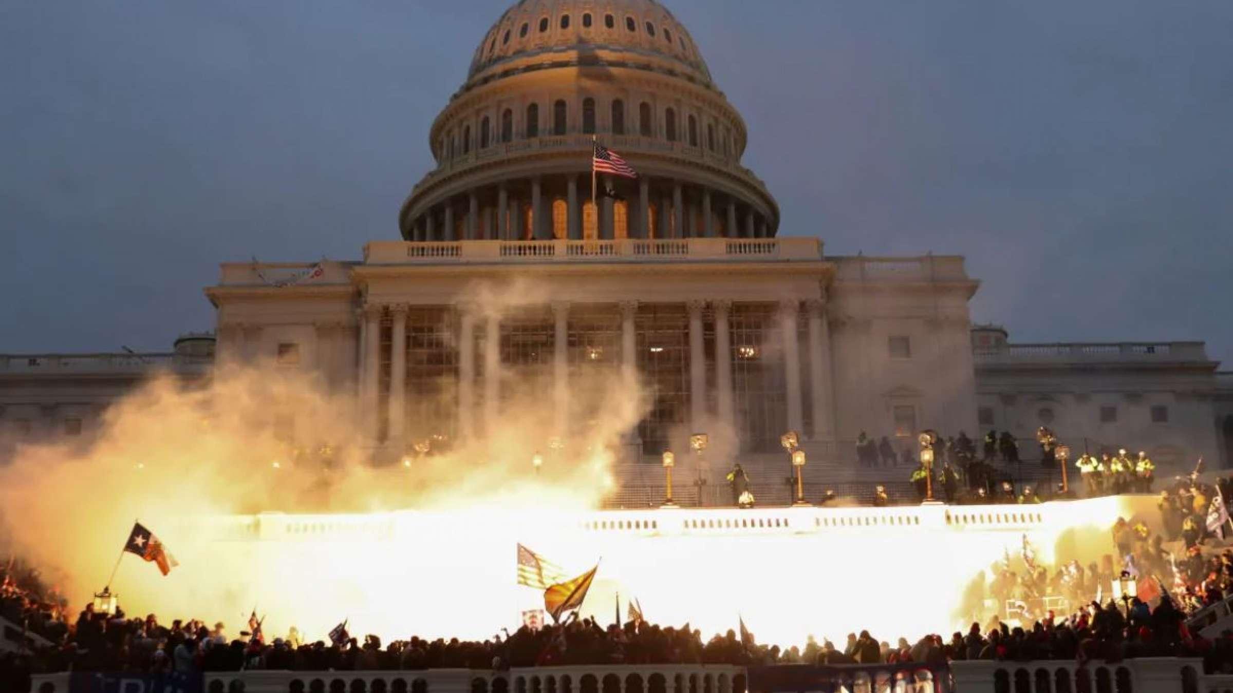 اشغال-کنگره-آمریکا-توسط-افراطیون-به-درخواست-دونالد-ترامپ-6-ژانویه-2021-میلادی-در-تاریخ-آمریکا- ماندنی-شد