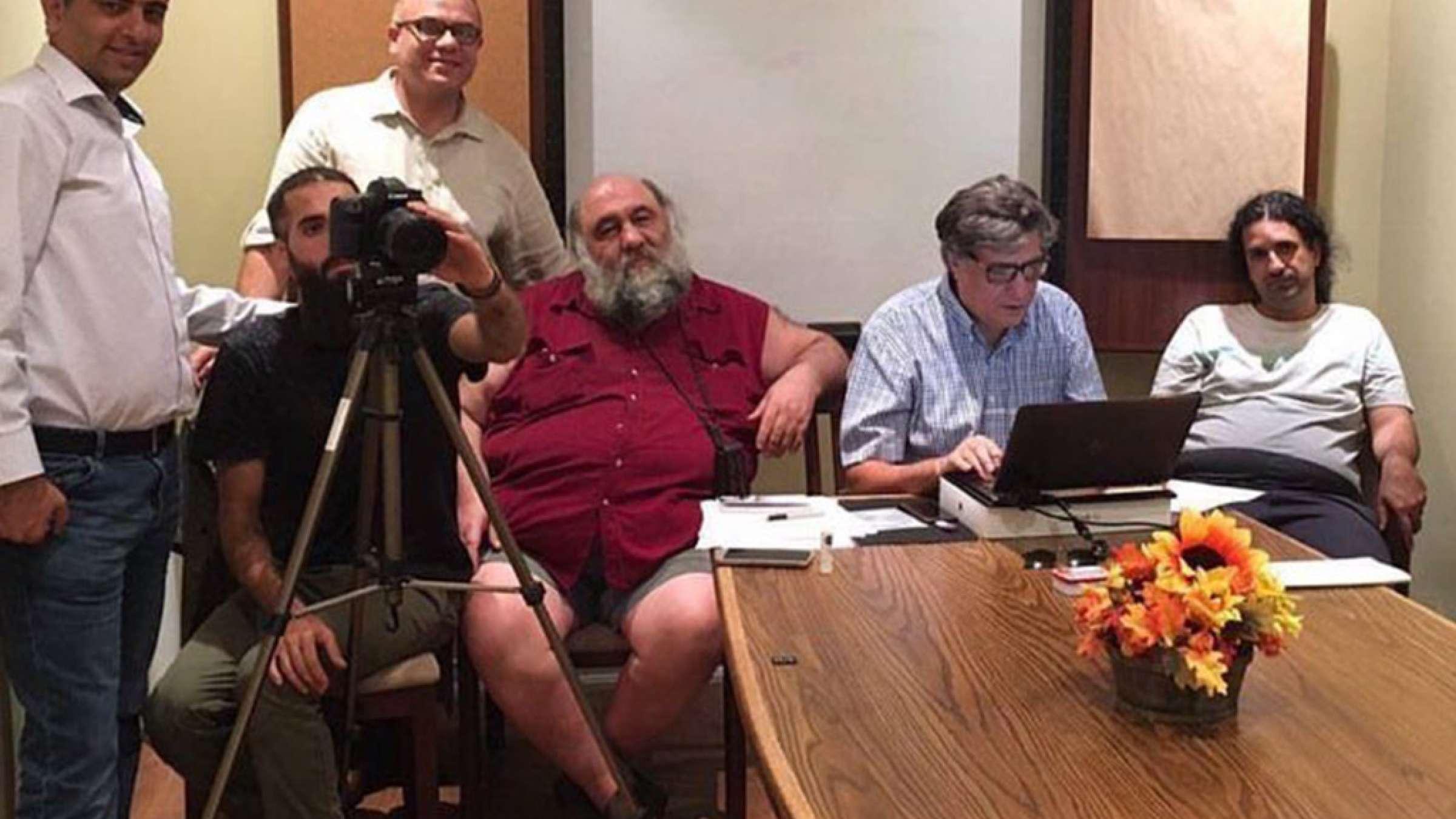 هنری-شیرازی-من-فیلم-پاندول-و-کسانی-که-برایش-عاشقانه-زیستند-دوربین