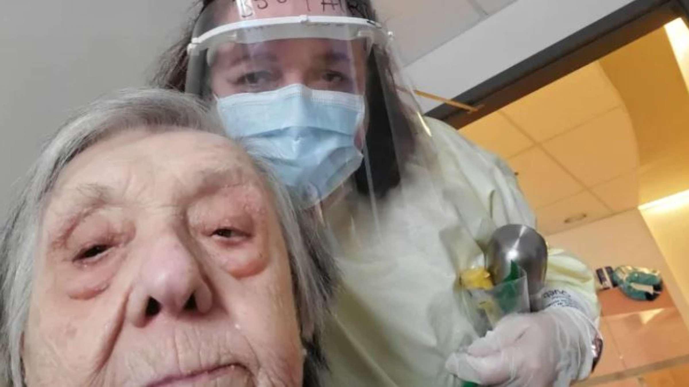داستان-عجیب-تزریق-اشتباهی-دوز-دوم-واکسن-کرونا-به-یک-پیر-زن- 97-ساله-در-مونتریال
