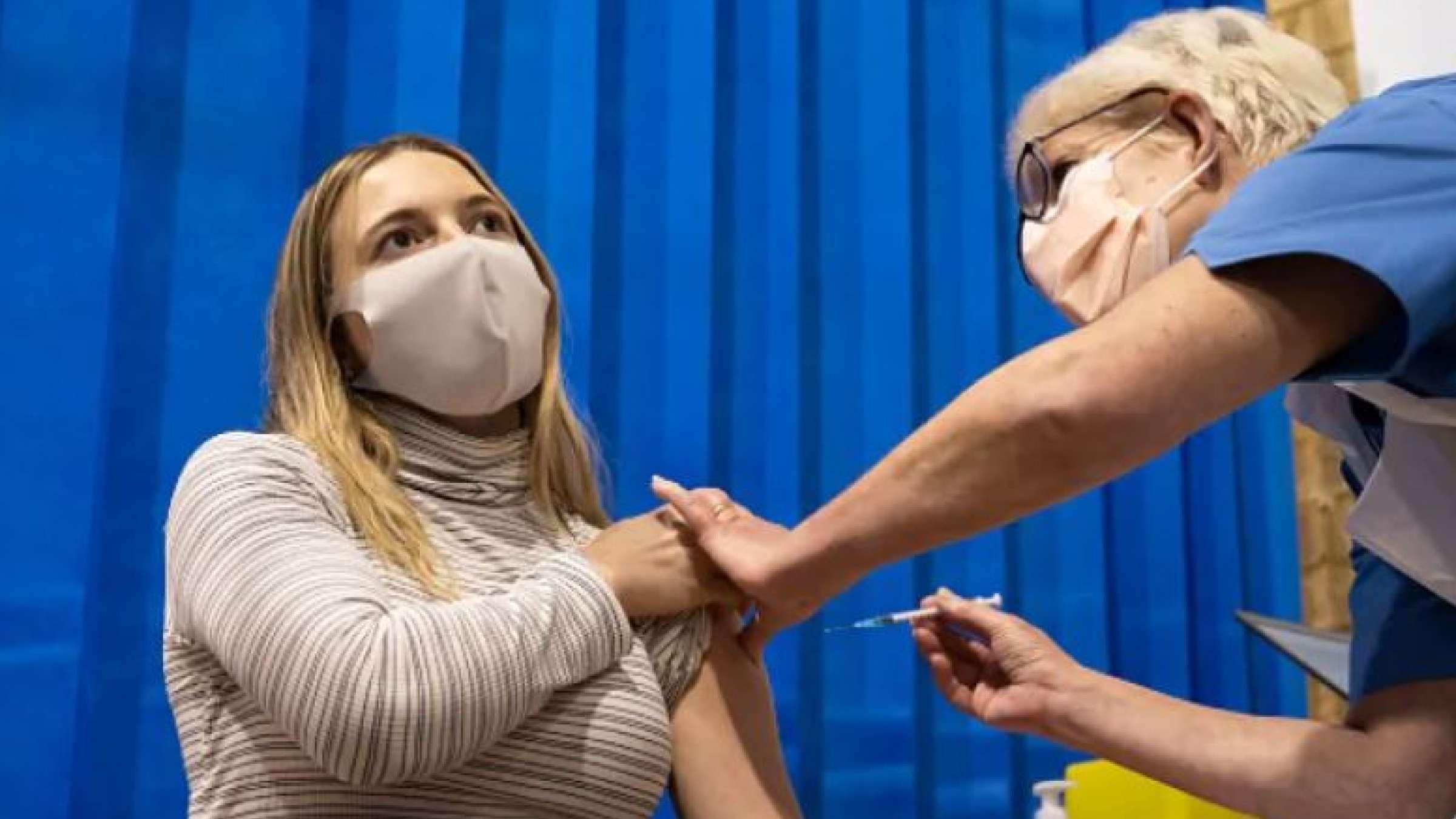 چه-زمانی-نوبت-شما-برای-تزریق-واکسن-کرونا-فرا-می-رسد-واکسن-کرونا-را-از-کجا-تهیه-کنیم-چه- کسانی-نباید-واکسن-بزنند