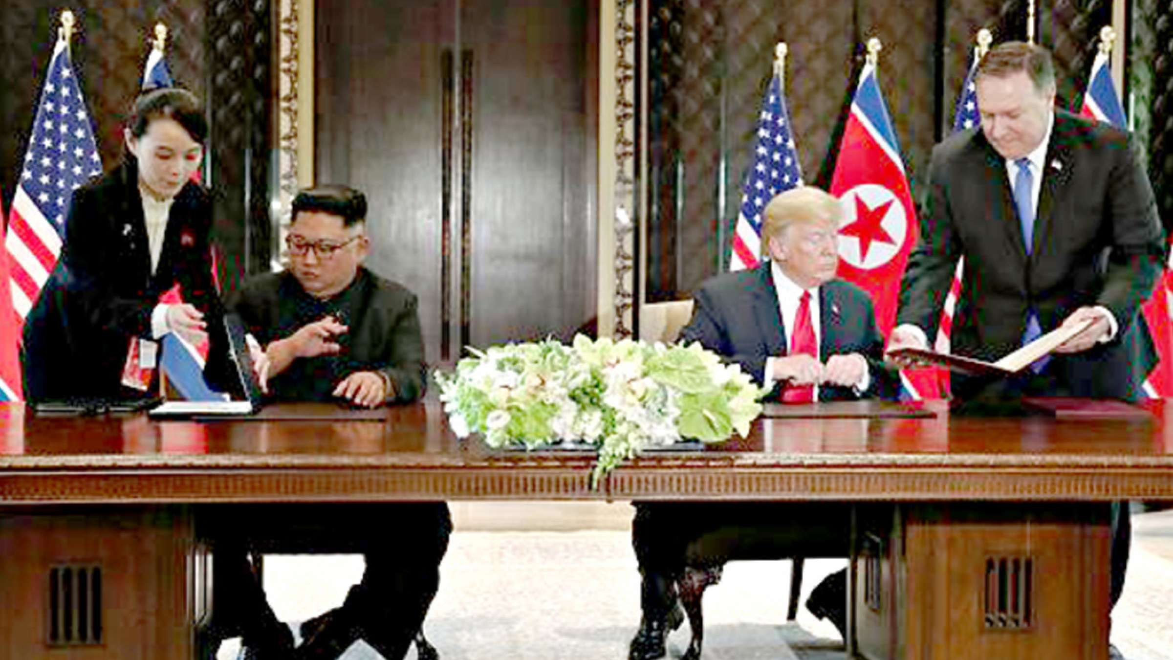 news-trump-kim-sign
