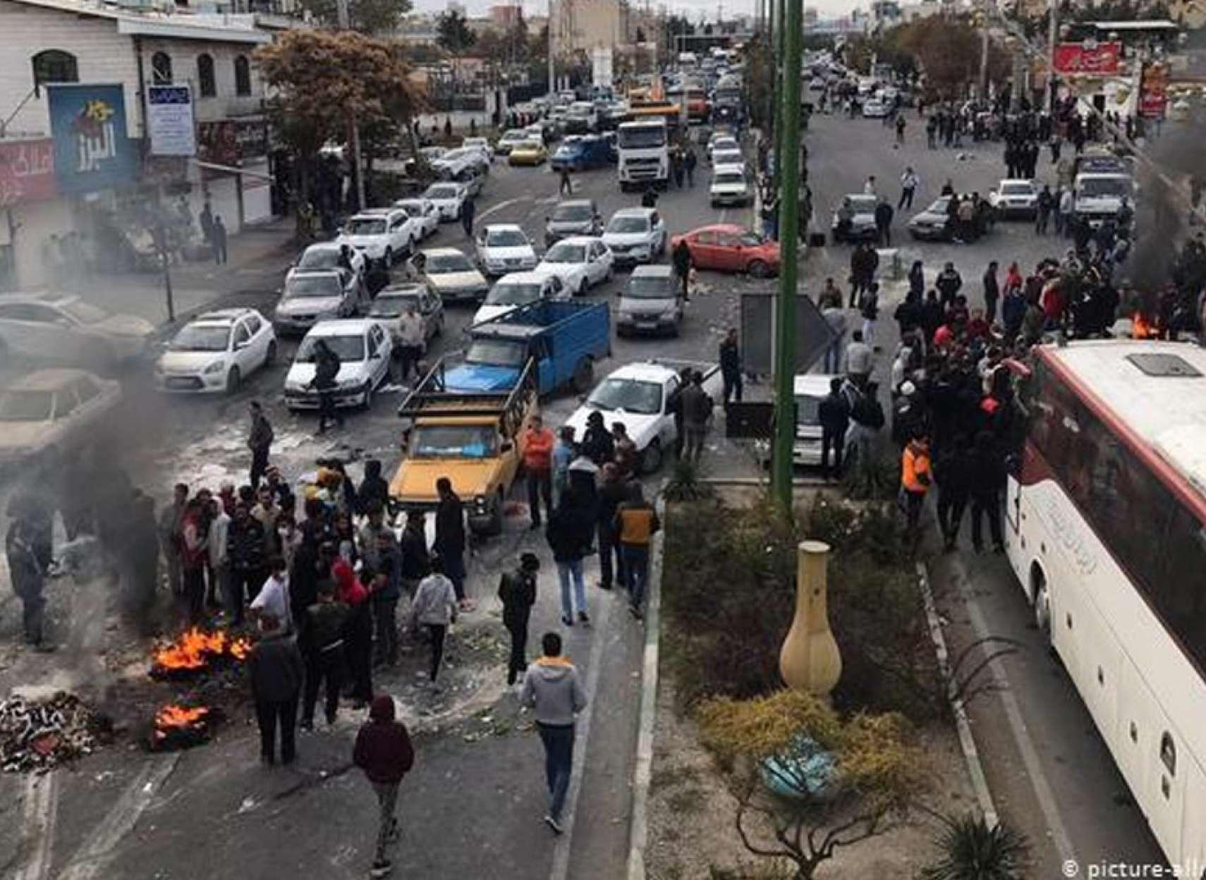 اخبار-ایران-اعتراضات-مردم-ایران-در-پشت-دیوارِ-بیخبری