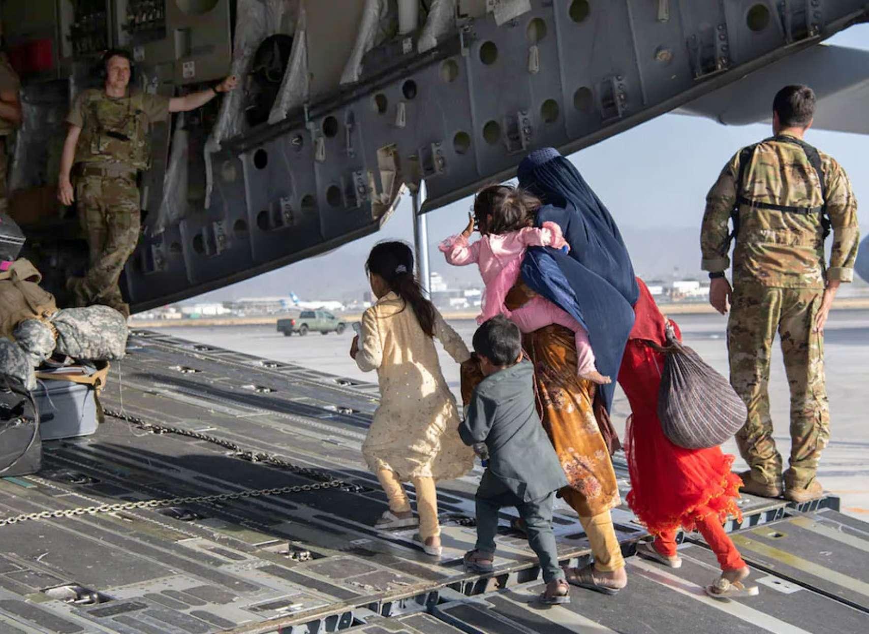 خبر-کانادا-انفجار-آخرین-پرواز-نظامی-کانادا-از-افغانستان-چه-کسانی-جا-ماندند-چه-می-کنند