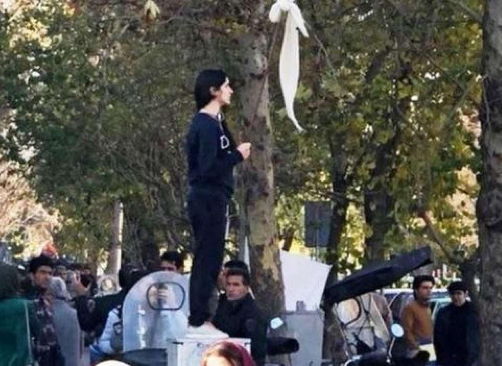 مچ-اندازی-جدید-جمهوری-اسلامی-با-زنان-مخالف-حجاب-اجباری-در-شبکه-های-اجتماعی