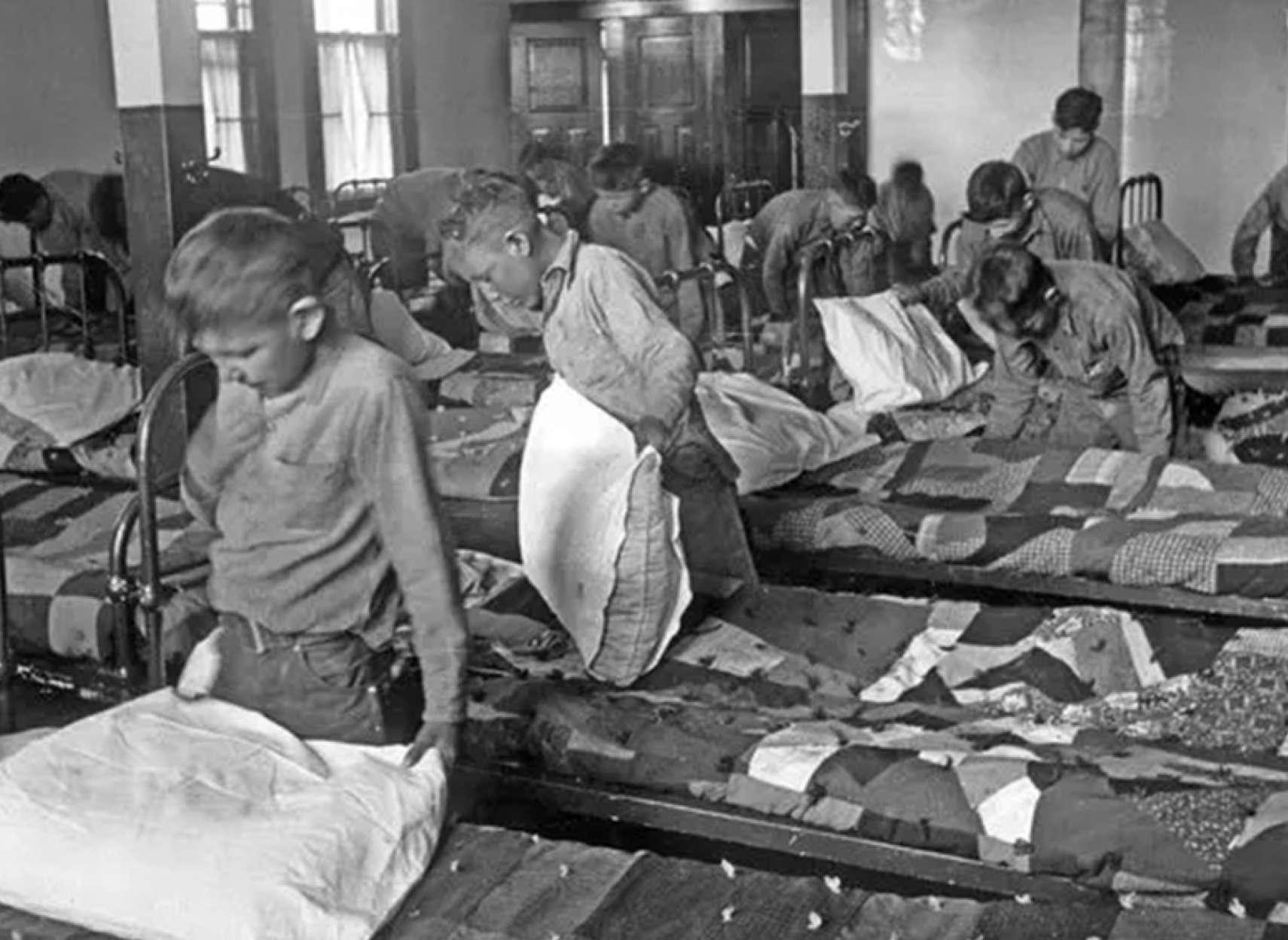 کانادا-آرش-آبادی-نمونههای-دردناک-نسلکشی-بومیان-در-کانادای-معاصر