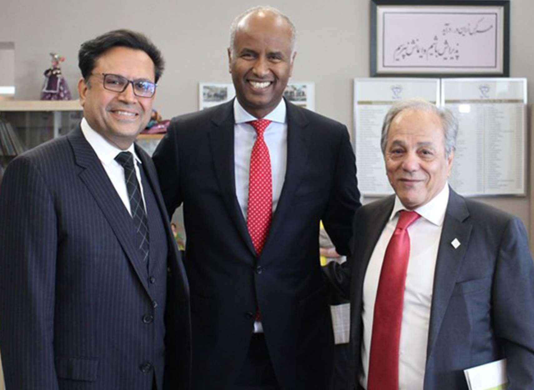 گزارش-دیدار-وزیر-مهاجرت-کانادا-از-بنیاد-پریا