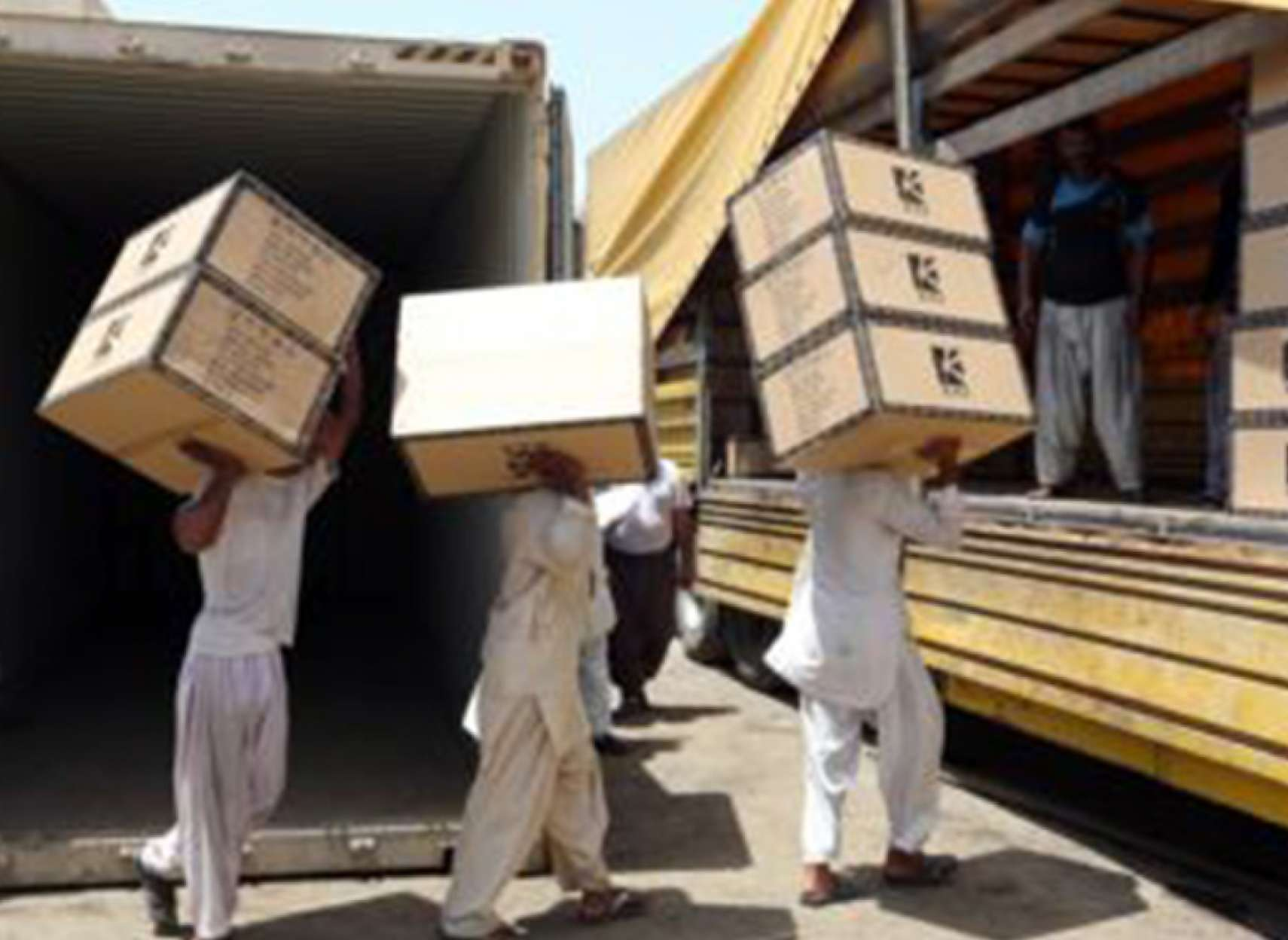 economy-arz-melal-Oman-bejae-Emarat