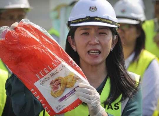 اخبار-کانادا-مالزی-بدون-اعلان-جنگ-زباله-های-کانادا-را-پس-فرستاد