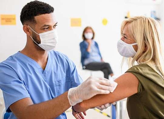 پزشکی-آمریکا-اگر-پس-از-واکسن-زدن-کرونا-بگیریم-چه-اتفاقی-می-افتد