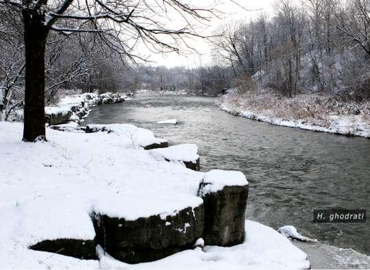 برف و رود جاری