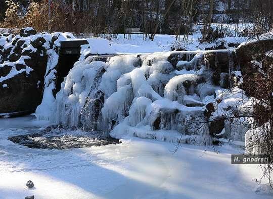 ذوب شدن یخ آبشار