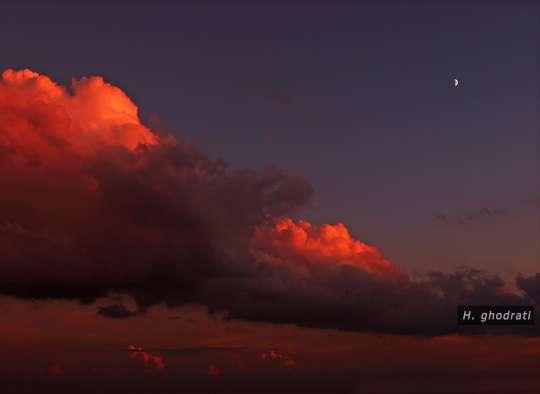 سرخ ابر و ماه